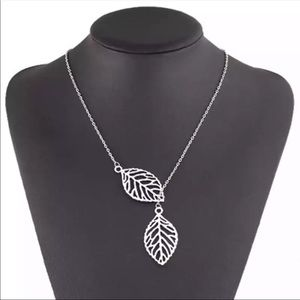 New Beautiful leafs necklace silver plated